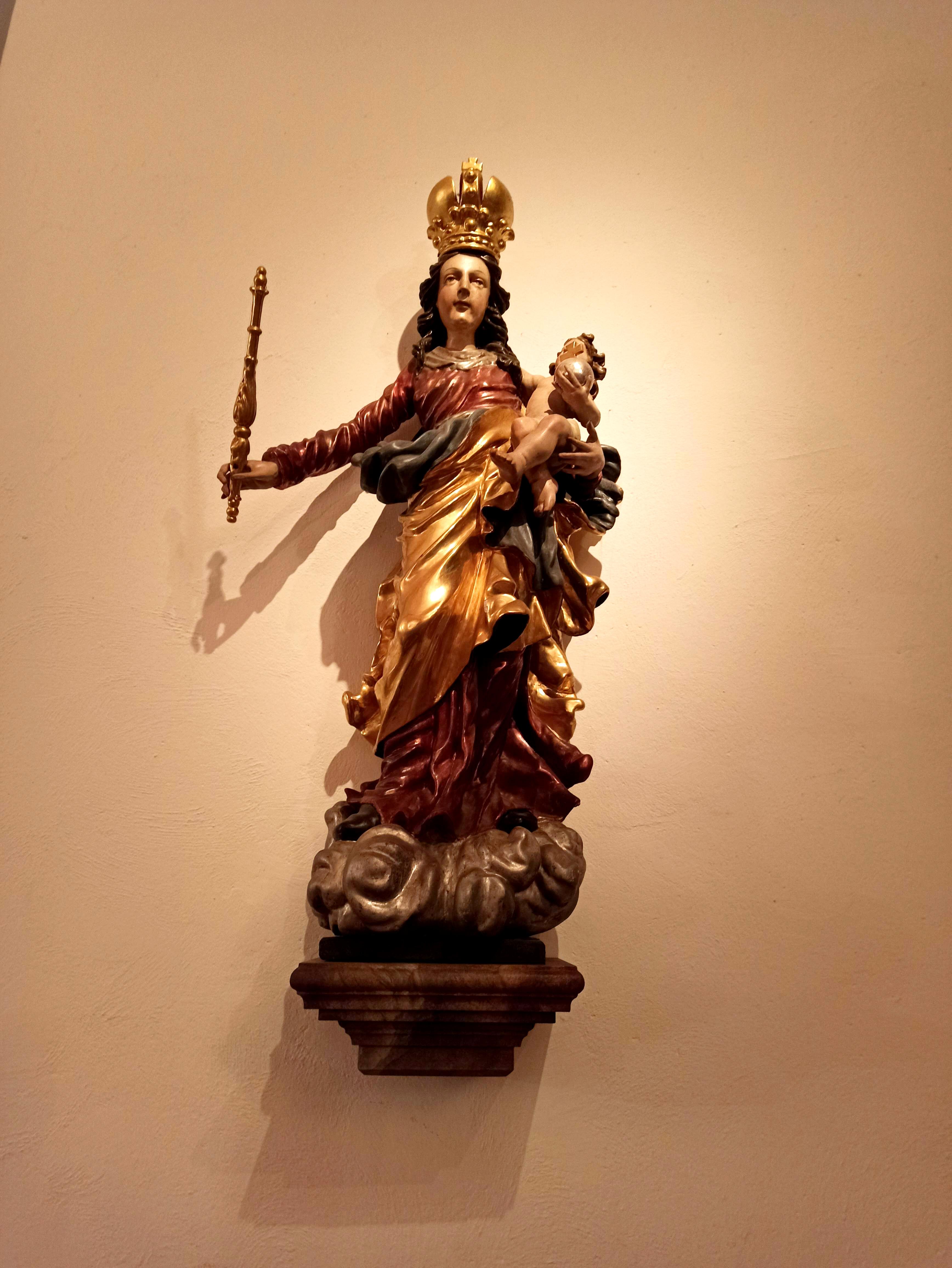 Der Mai ist der Gottesmutter Maria gewidmet.